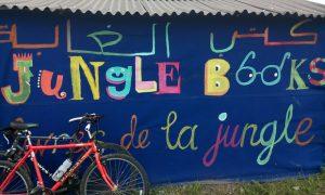 "Exterior de la biblioteca ""Jungle Books"""